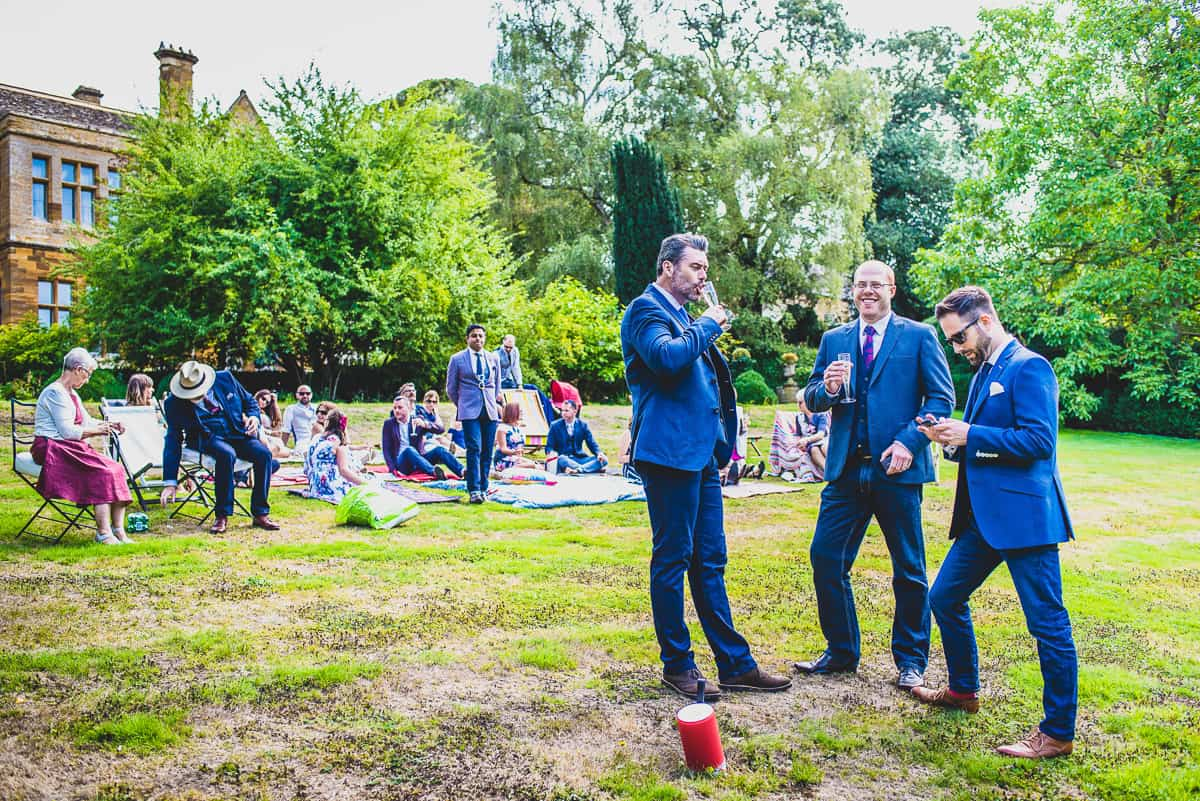 Drinks of the lawn of very informal, fun and non-traditional wedding
