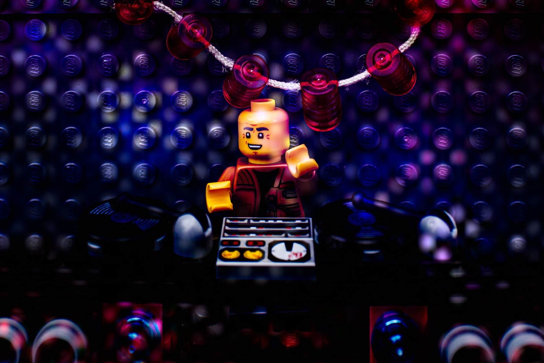 Lego DJ prepares for his Wedding set